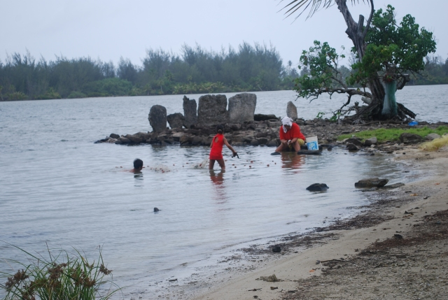A mom and her children fish with a net near an ancient marea on Huahine in French Polynesia©Jean Janssen