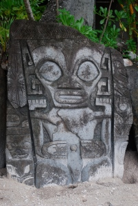 Tiki idol found on our motu stop on Bora Bora, Society Islands, French Polynesia©Jean Janssen