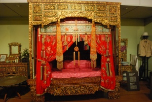 Chinese wedding night bed displayed in the Penang State Museum. ©Jean Janssen