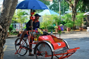 If I hadn't had an air-conditioned bus to take me around, I would have tried this Penang version of a trishaw with  two wheels in the front and a third wheel on the bicycle on the back and decorated with flowers. ©Jean Janssen
