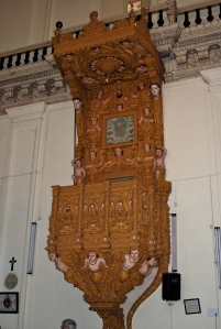 Beautiful teak wood pulpit in the Basilica of the Bom Jesus. ©Jean Janssen