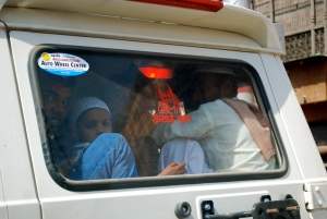 Packing them in to get to the Taj Mahal.   ©Jean Janssen