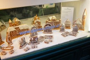 Decorated gingerbread display in a store window, Steyr, Austria. ©Jean Janssen