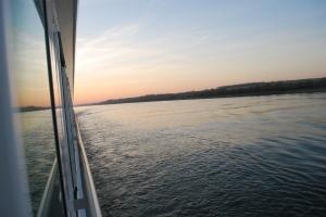 Sunrise sailing on the Danube ©Jean Janssen