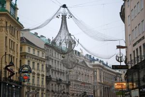 Chandelier Christmas decorations in the designer shopping district of Vienna, Austria ©Jean Janssen