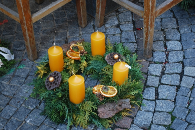In Austria, we saw Advent Wreaths in all sizes and colors and placed any and everywhere, even on the ground. ©Jean Janssen