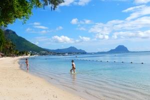 Beach at Flic-en-FLac, Mauritius ©Jean Janssen
