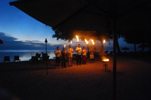 Tiki torch lighting Mauritius Hilton. ©Jean Janssen