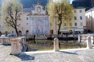 Horse washing station.  Kapitelplatz, Salzburg ©Jean Janssen