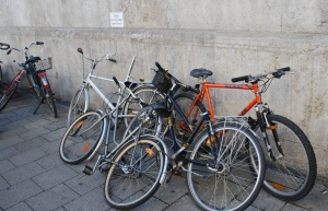 This sign says don't lean bikes against wall.  Munich, Germany ©Jean Janssen