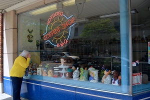 A little window shopping at Van's Pastry Shoppe, Fulton Street, Grand Rapids, Michigan. @Jean Janssen