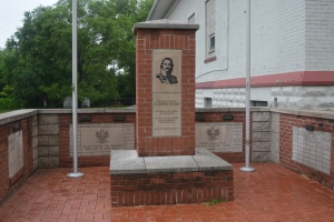 Marker at the Diamond Ave Hall in honor of Polish American Military hero, Casimir Pulaski. ©Jean Janssen
