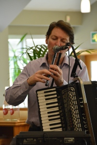 Musician performing the Titanic theme made use of four different flutes (also called pipes or whistles). ©Jean Janssen