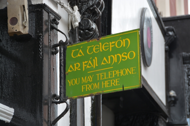 Dublin signpost in both Gaelic and English. Irish children study Gaelic until age 15 ©Jean Janssen