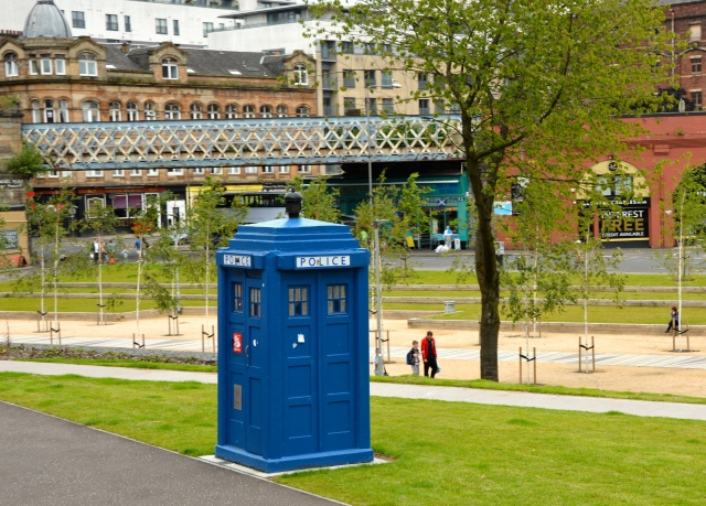 Rocky was on the hunt for the Tardis (of Dr. Who fame) in Glasgow. ©Jean Janssen