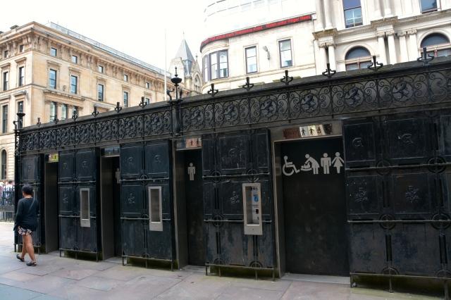 Pay toilets on the sidewalk in downtown Glasgow ©Jean Janssen