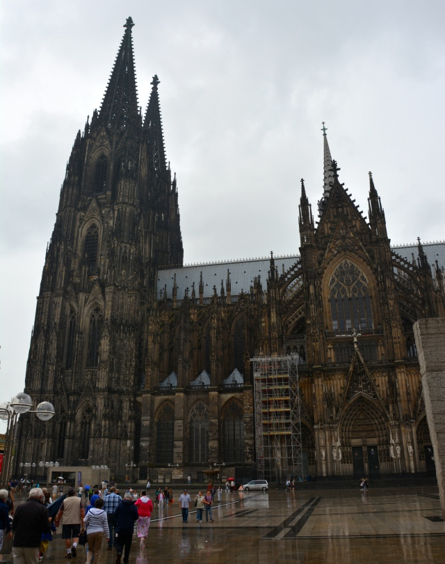 Side view of Cologne Cathedral, Germany ©Jean Janssen