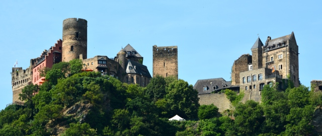 Castle along the Rhine, Germany ©Jean Janssen