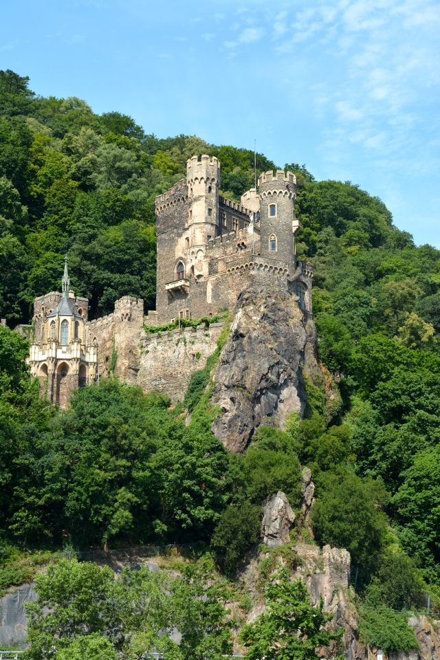 Rheinstein Castle along the Rhine ©Jean Janssen