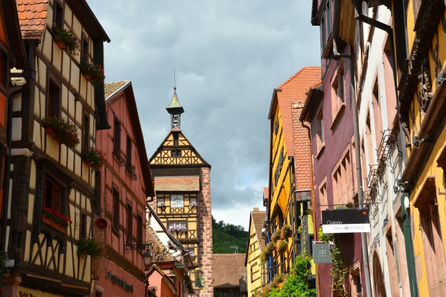 Colorful buildings and window boxes in Riquewihr, France ©Jean Janssen